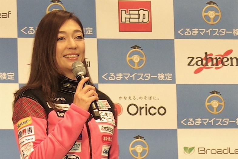 「くるまマイスター検定」アンバサダーでレーシングドライバーの塚本奈々美さん