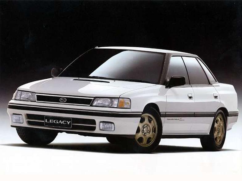 中古車でも見ることがなくなった初代レガシィRS。水冷インタークーラー搭載「EJ20」2.0Lターエンジンは220馬力を発生した