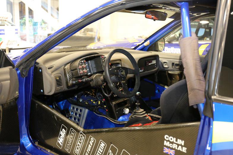 マルチファンクションデジタルメーターという当時では最新鋭技術を搭載したインプレッサWRCのダッシュボード
