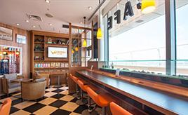 空港の中にサービスエリア? 空と道を繋げる場所「EXPASA Cafe羽田」