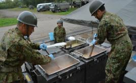 煮る焼く炒める……何でもできちゃう! 災害時も大活躍する自衛隊の炊事車がすごい
