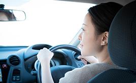 アクセルとブレーキの踏み間違いを防ぐ! 交通事故を起こさないためにドライバーが今日からできること