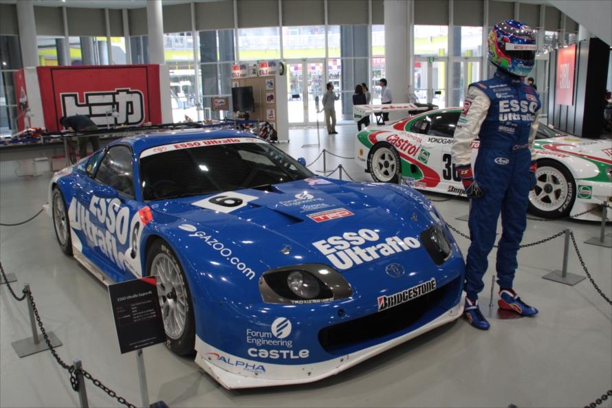 モータースポーツシーンを支えたレーシングスープラも展示。近くにはGRスープラレーシングコンセプトやナスカー仕様のGRスープラが展示され、スープラのモータースポーツへの血統を感じさせられた