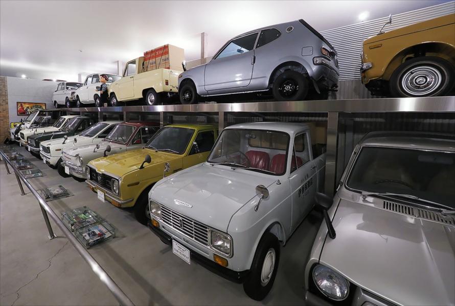 1960年代の軽自動車も充実している1階。レストア済みのボディが美しい