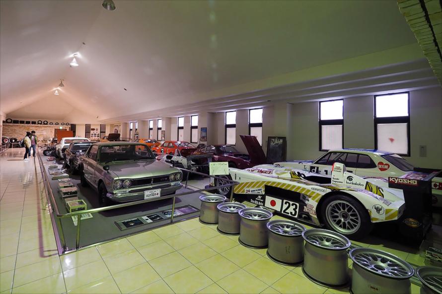 3階はスポーツカー