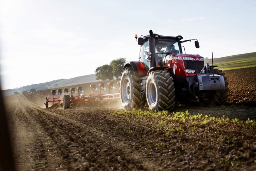 作業機の大きさや能力向上に準じてトラクターも年々大型化