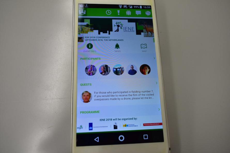 ネットワークアプリの画面。多数の参加者の中から、興味のあるテーマを持つ人と効率よくコンタクトを取ることができる