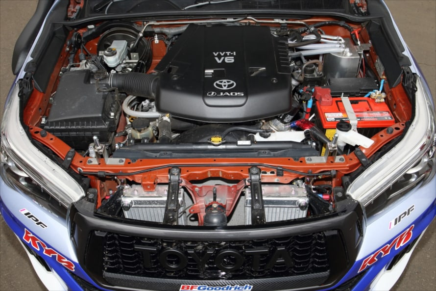 4.0リットルV6DOHCのガソリンエンジン「1GR-FE」は最高出力175kw(238PS)/5200rpm、最大トルク376Nm(38.8kgf・m)/3800rpmを発生する