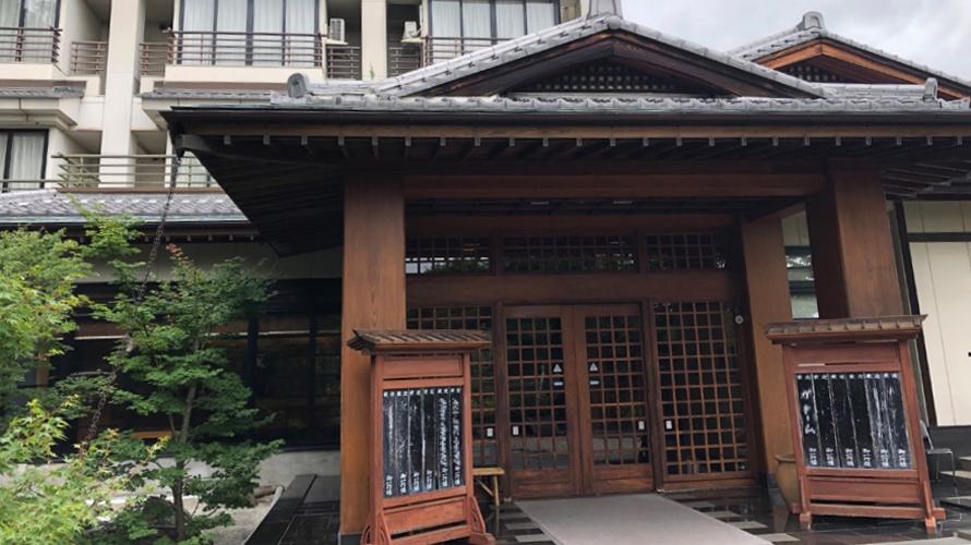 今回筆者が利用したのは、八ヶ岳にある温泉ホテルの駐車場に設けられたCarstayスペース