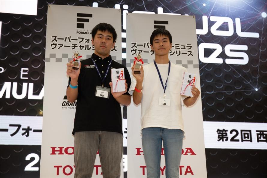 グランドファイナル出場を決めたC選手(右)、yuta選手(左)
