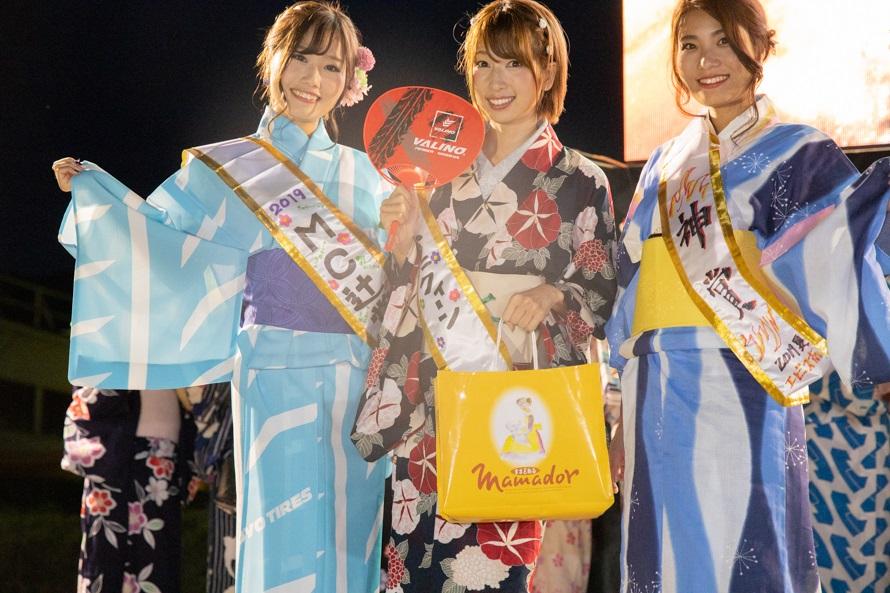 浴衣美人コンテストで入賞した3名