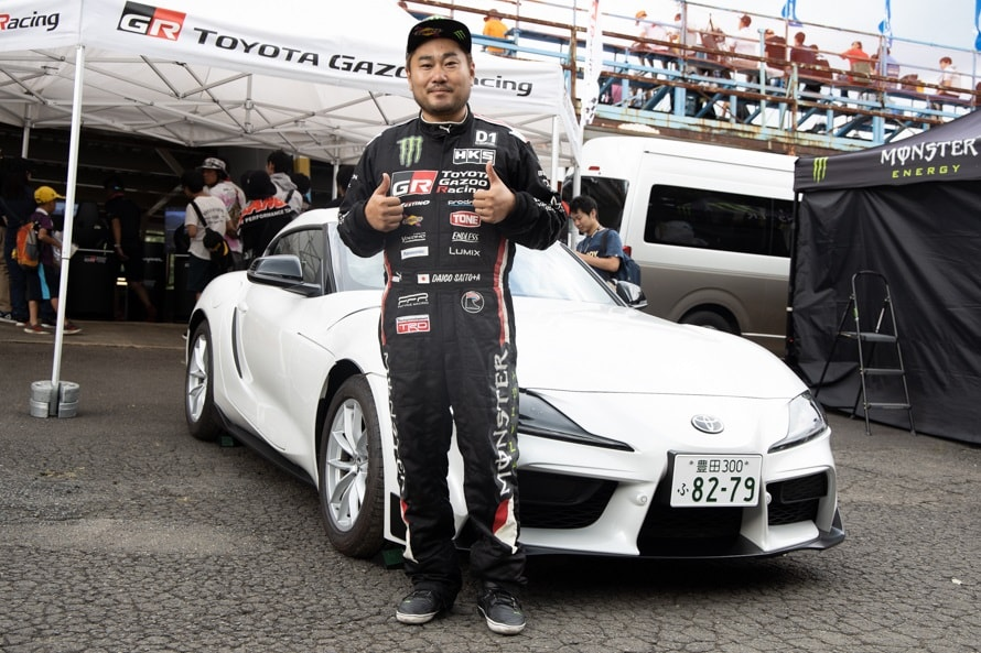 TOYOTA GAZOO Racingブースに展示されたGRスープラ(市販車)と斎藤選手