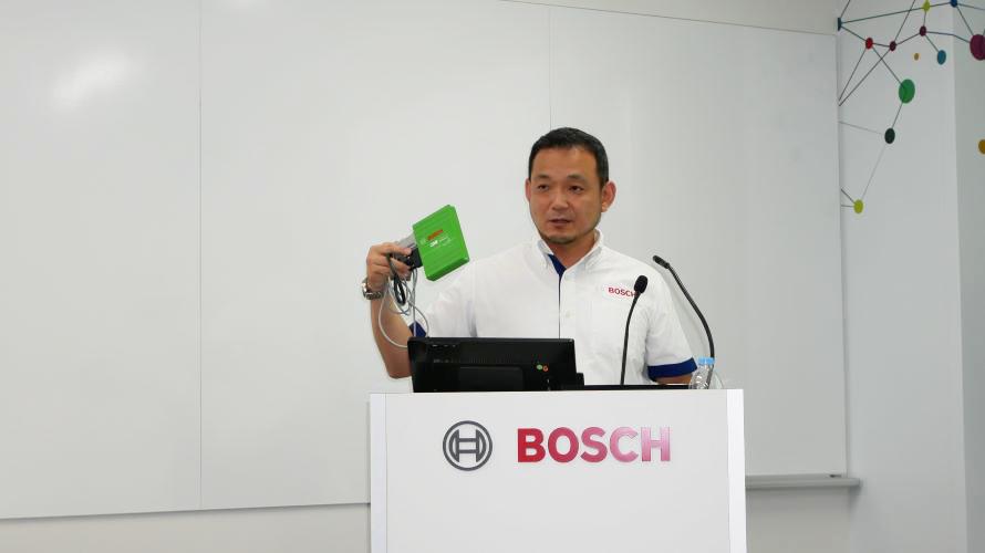 CDRを説明するオートモーティブ・アフターマーケット事業部テクニカルサービス&サポート部の里 廉太郎さん。