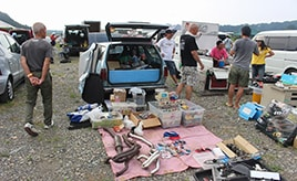 掘り出し物に合えるかも! クルマ・バイク好きが集まるディープなフリマ「エクスチェンジマート」へ行ってみた