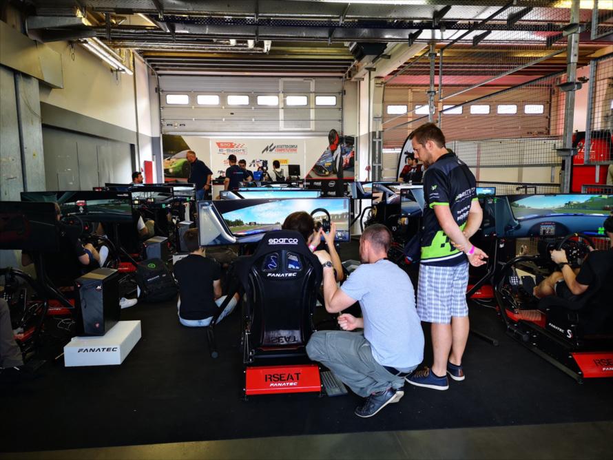 このイベントの期間中、サーキット側では「ブランパンGTヨーロッパ」が開催されており、その公式ゲーム「Assetto Corsa コンペティツィオーネ」を使ったeモータースポーツ大会も併催されていた