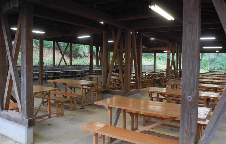 東屋の炊事場は、使用されていなくてもきれいで清潔な状態を維持されていた