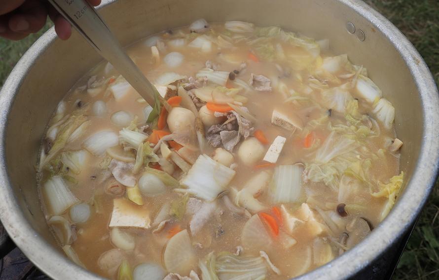 画像提供:スポーツランドSUGO豚肉を使用し、赤味噌で味付けした仙台風の芋煮。SUGOでは仙台風芋煮の方が多く注文される。