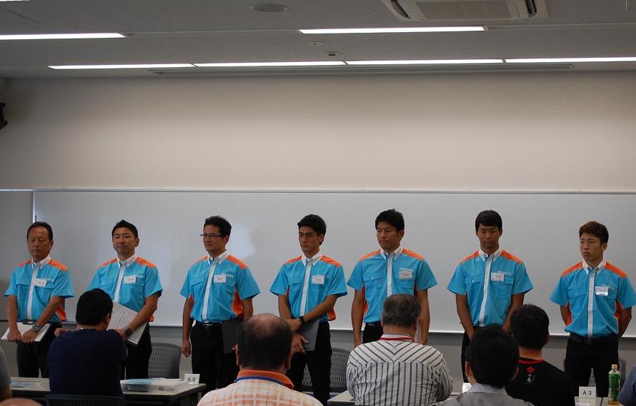 この日のインストラクターは、左から順に関谷正徳塾長、片岡龍也選手、番場琢選手、小河諒選手、中山雄一選手、平川亮選手、坪井翔選手