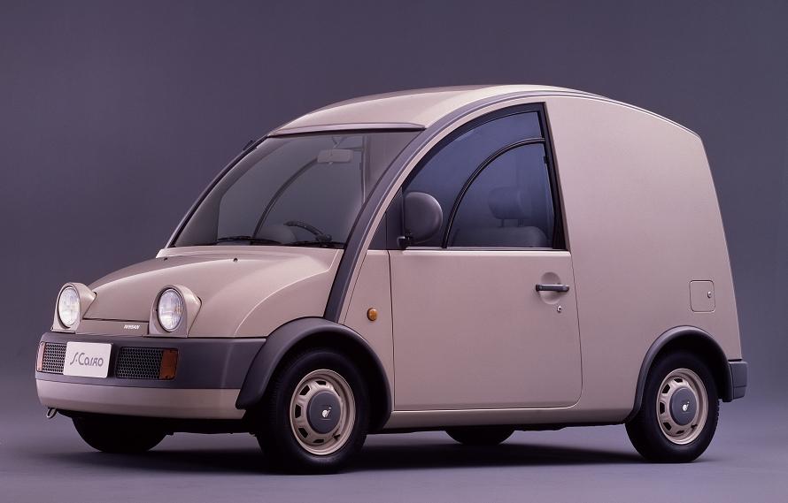 荷室の高さは1,230mmあり、キャンバストップモデルやクォーターウィンドウ付きモデルも用意されていた。1990年に販売終了