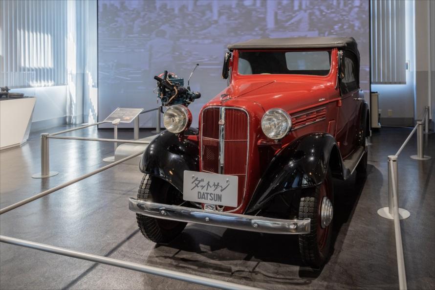 その昔、横浜工場で作られていたダットサンロードスターと7型エンジン(中央奥)は、日産自動車の前身であるダット自動車製造により開発された495ccサイドバルブ式エンジンをベースに、1935年に日産として初めて量産された722ccの水冷直列4気筒。15馬力を発生し、1963年まで製造された