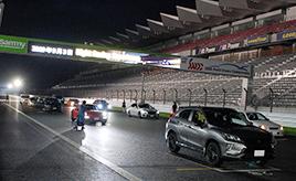 レース好き必見!ライセンス不要で夜の富士スピードウェイを走れる「ナイトレーシングエクスペリエンス」