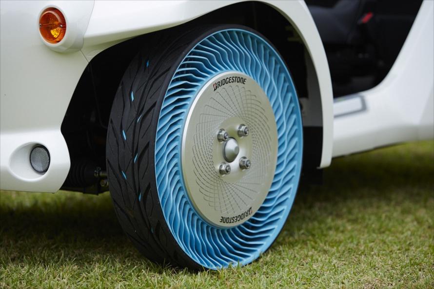2013年に東京モーターショーで披露された第二世代の「エアフリーコンセプト」タイヤ。現在のものより複雑な構造になっている