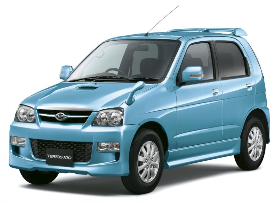 テリオスには全長・全幅を軽自動車サイズに縮小した姉妹車、「テリオス キッド」も登場
