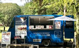 トヨタ「クイックデリバリー」をパニーニのキッチンカーに!「SANDWICH MOMENT」