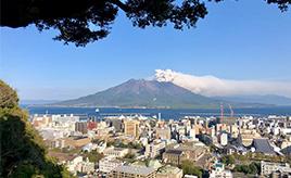 噴火と降灰が日常の鹿児島では、火山灰からどうクルマを守る?