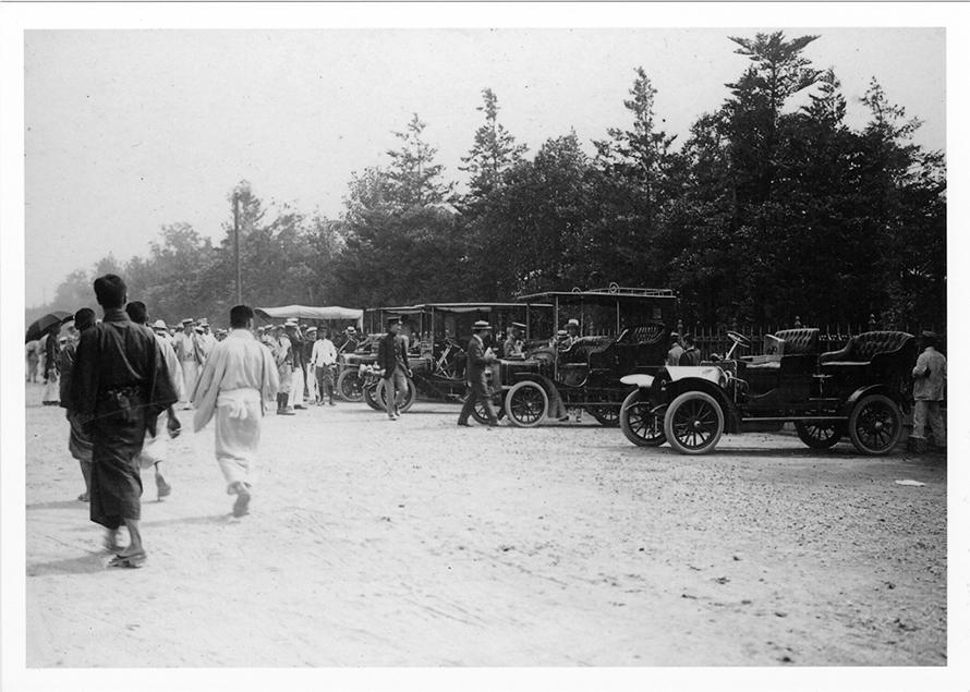 出発地の日比谷公園には参加した車両を見に、たくさんの人が集まったということです。
