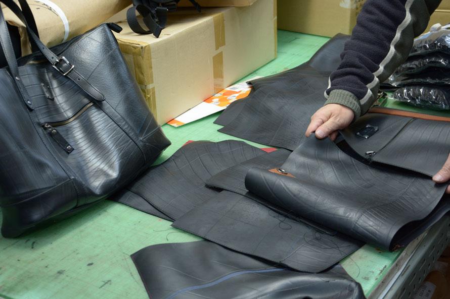 同じスタイルのバッグでも一つひとつ素材によって表情が異なる