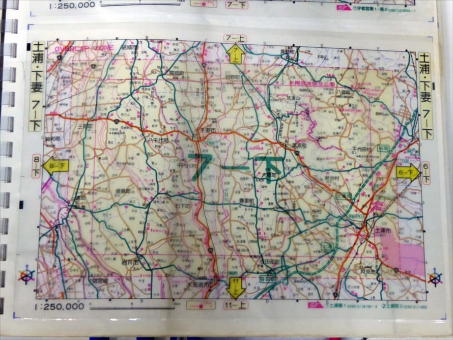 エリアごとに用意されたセルロイド式地図。当時、地図帳で圧倒的シェアを持っていた昭文社が準備した