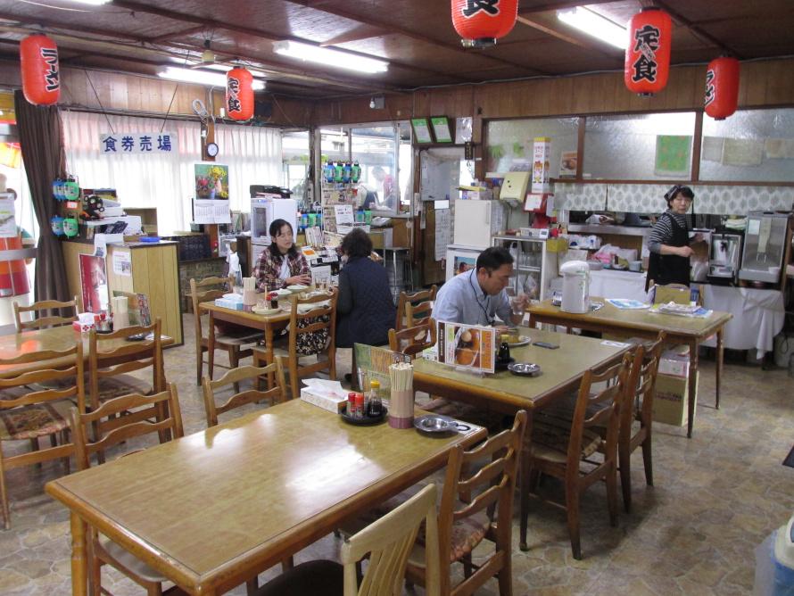 秋田県仙北市仙岩峠の茶屋店内