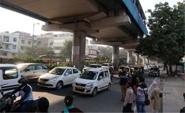 道の真ん中を牛が闊歩しているって本当なの? インドの道路事情をウォッチング2020