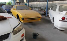 海外で見かけたちょっと懐かしい日本車 ~整備工場・空き地編~