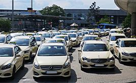 <世界のタクシー事情>定番はあの高級ブランド。ときには個性派も! ドイツ・フランクフルト編