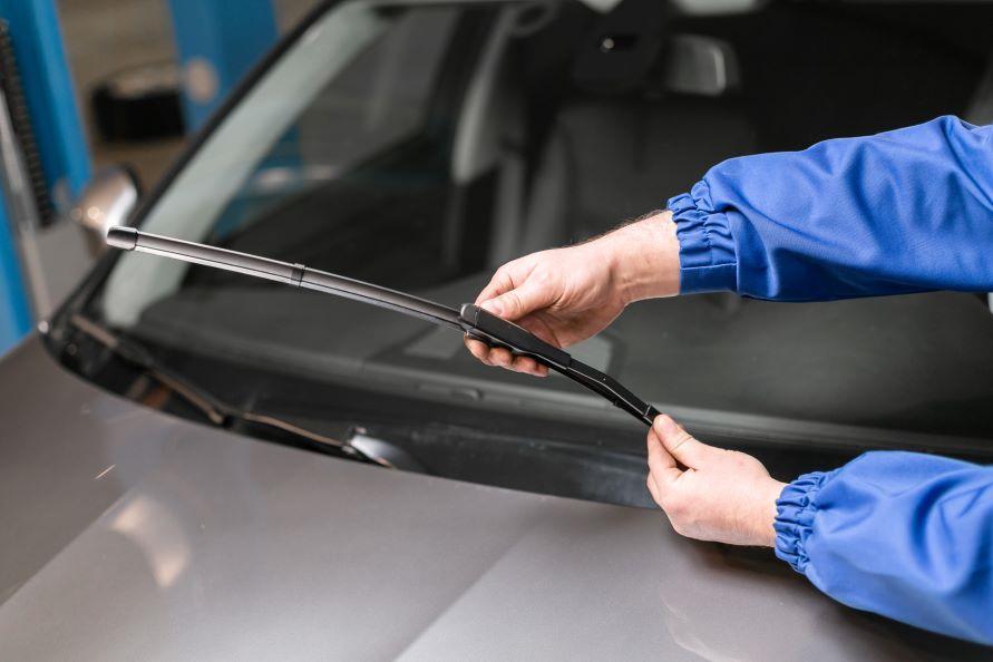 トヨタ車はトヨタのディーラーに行けば、適切なサイズの製品が用意され、交換も依頼することができます。