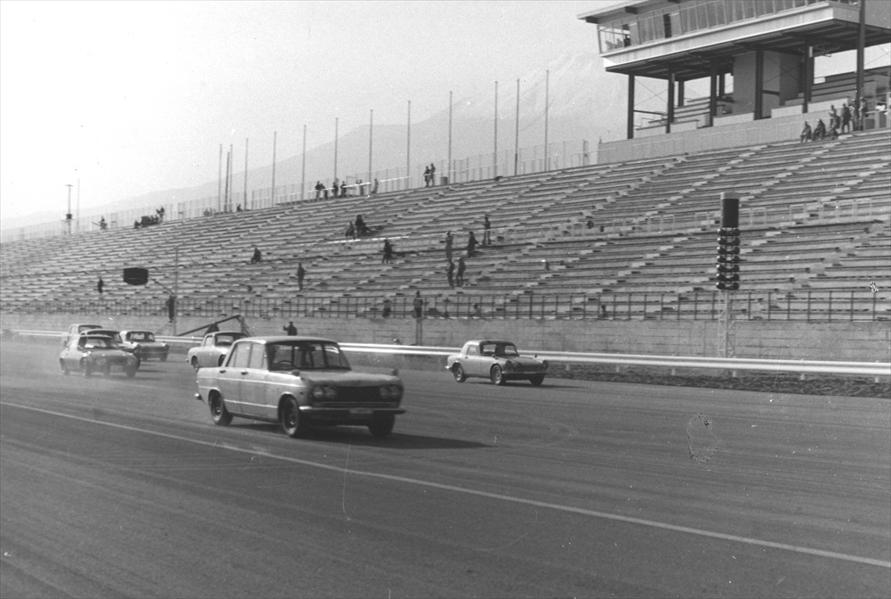 1966年3月に富士スピードウェイで初の4輪によるレース「第4回クラブマンレース」が開催された