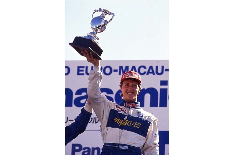 1990年インターナショナルF3リーグの勝者となったミハエル・シューマッハ。後にF1チャンピオンを7度獲得