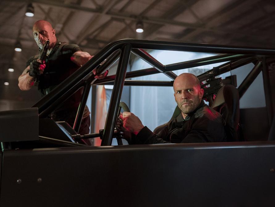 人気俳優、ドウェイン・ジョンソンとジェイソン・ステイサムの二人が活躍する『ワイルド・スピード/スーパーコンボ』(C) 2019 Universal Studios. All Rights Reserved.