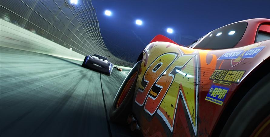NASCARを知るにもおすすめ! 『カーズ/クロスロード』(C) 2020 Disney/Pixar