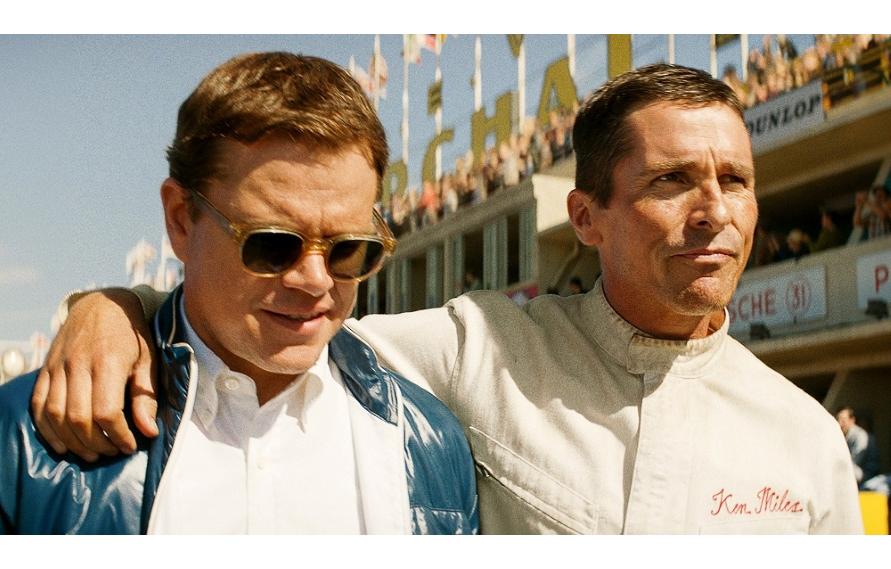 病気を理由にレーサーからカーデザイナーに転身したシェビー(左)と、ブルドッグのあだ名を持つ英国人ドライバー、マイルズ(右)の友情が物語の中心。『フォードvsフェラーリ 』(C) 2020 Twentieth Century Fox Home Entertainment LLC. All Rights Reserved.