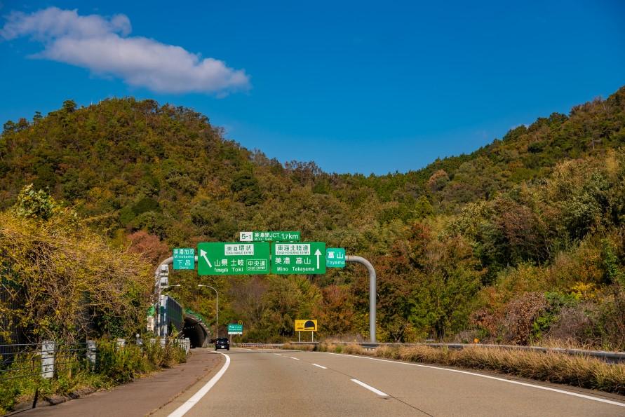 郊外を走る高速道路ほど虫汚れが付きやすい