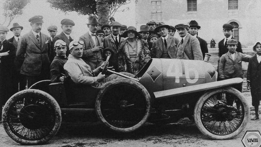 タルガ・フローリオに参戦するポルシェ博士設計のレーシングカー(1922年)