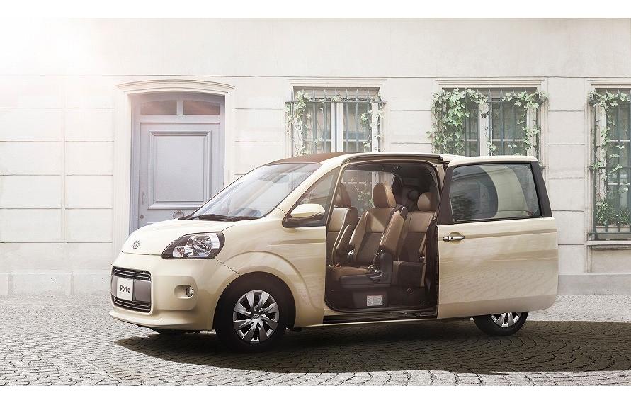 Bピラーにシートベルトを組み込むとドアを開けた際に不都合が生じるので、助手席シートにベルトを組み込む例もある。(写真:トヨタ自動車)
