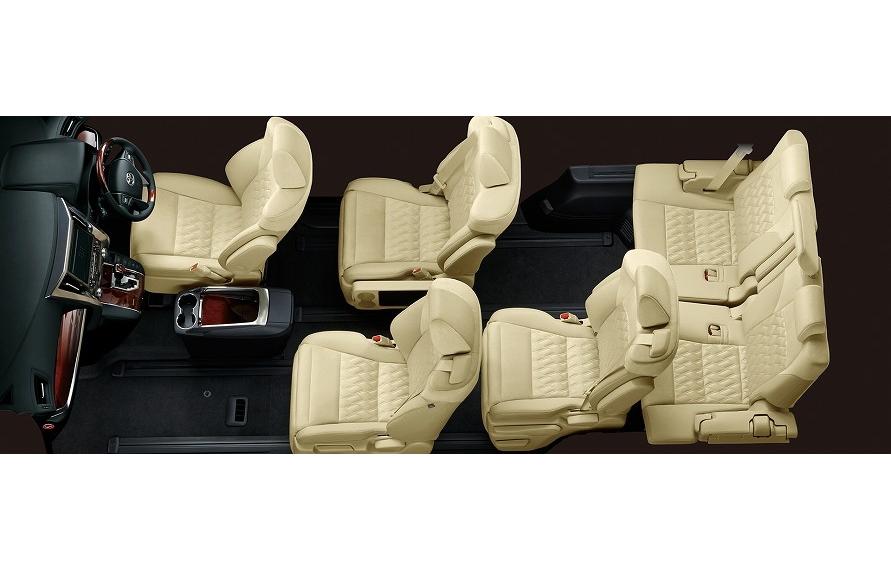 助手席にロングスライドを採用するために、助手席にシートベルトを組み込む例もある。(写真:トヨタ自動車)