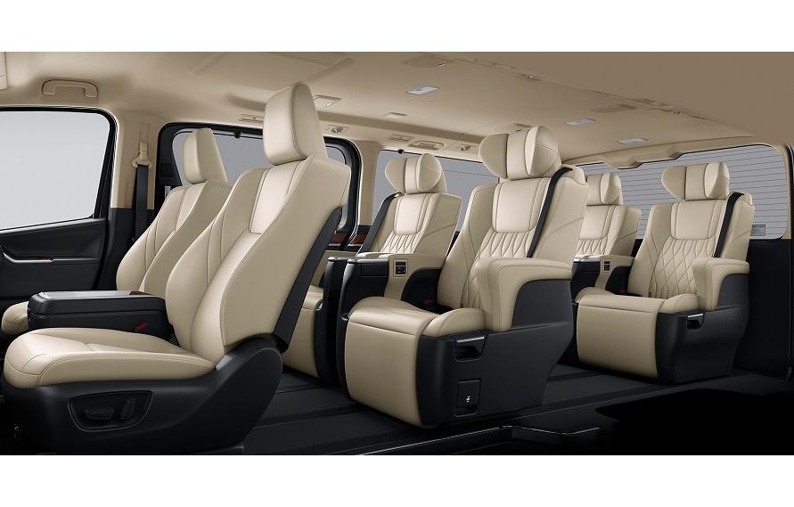 トヨタ・グランエースは2列目と3列目のシートがシートベルト内蔵タイプ。いずれもシートはロングスライドする。(写真:トヨタ自動車)