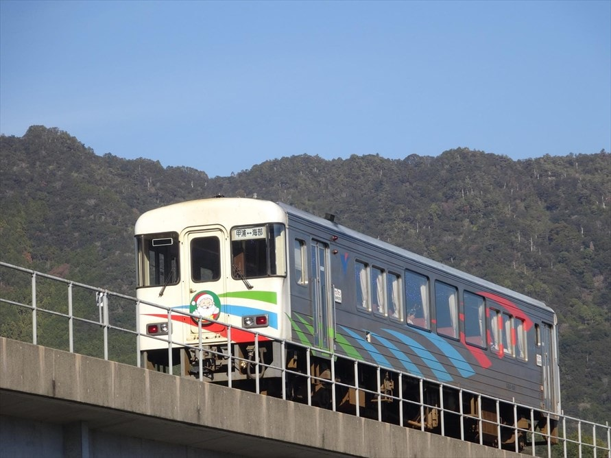 阿佐海岸鉄道は徳島県南部と高知県にまたがって走る、総延長8.5kmの短い鉄道