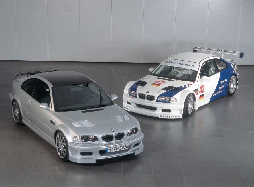 手前が公道走行可能な市販モデルの「M3 GTR」で、奥はレース仕様。(写真:BMW)