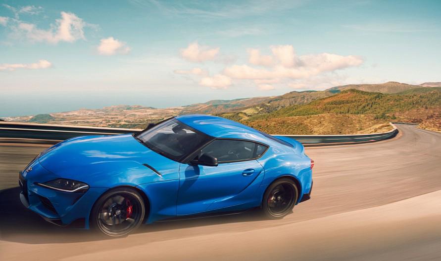 スープラのようなスポーツカーは後輪駆動を好む。(写真:トヨタ自動車)